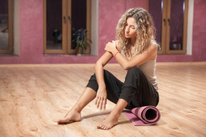 women shoulder that is a yoga injuries