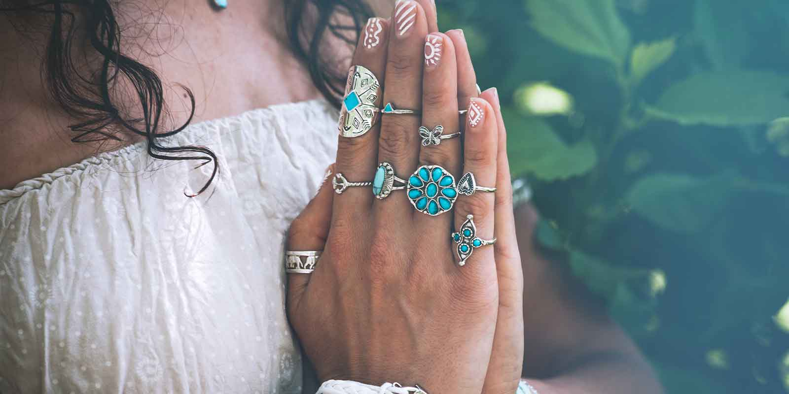hand of women doing meditation