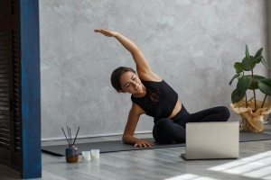 women practicing her yoga to help with anxiety