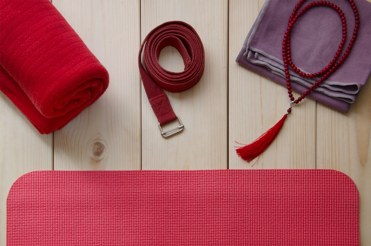 A Beginner's Guide To Yoga Props: 4 Essential Yoga Props