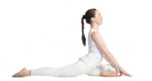 demonstration of women holding one leg folded pose