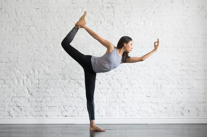 How To Do Dancer Pose 7 Alignment Tips Yogarenew