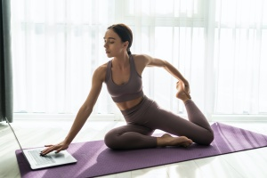 women at her own home doing yoga training courses online